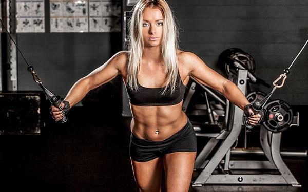 女孩室内健身器材