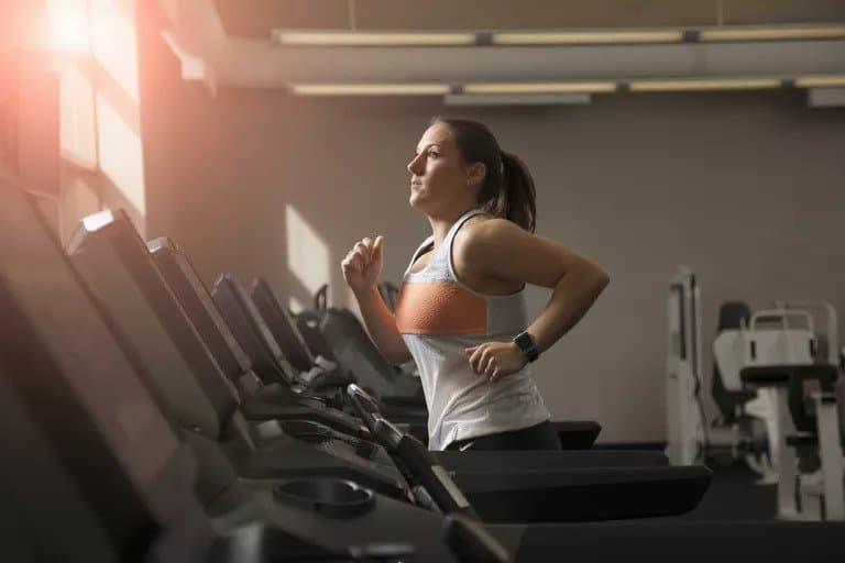 如何在跑步机上减肥  运动结合健康饮食才是最佳方案