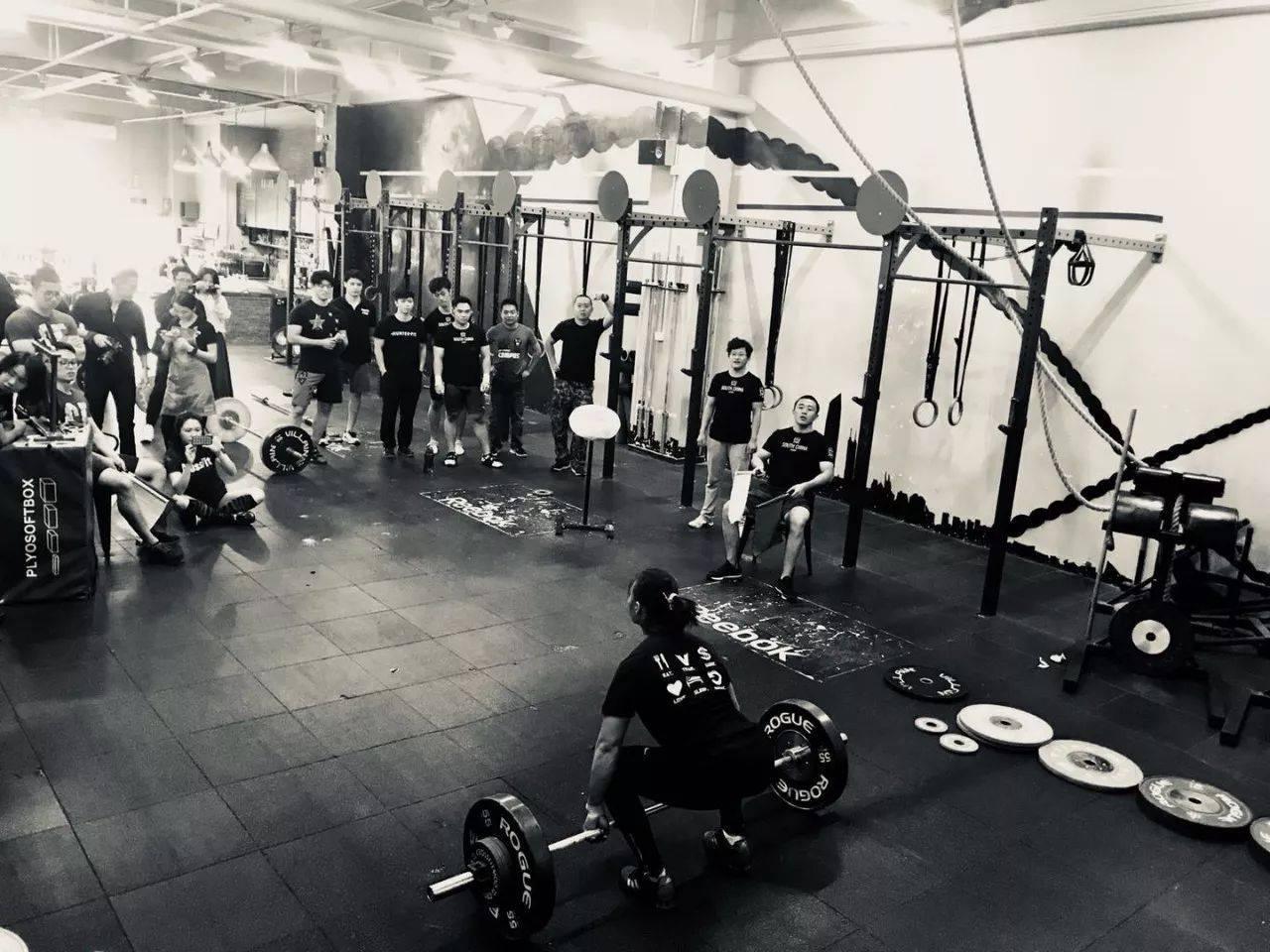 三十年资深奥林匹克举重教练谈举重技巧: 力量翻、下蹲翻、颈前深蹲、低杠位背蹲、硬拉