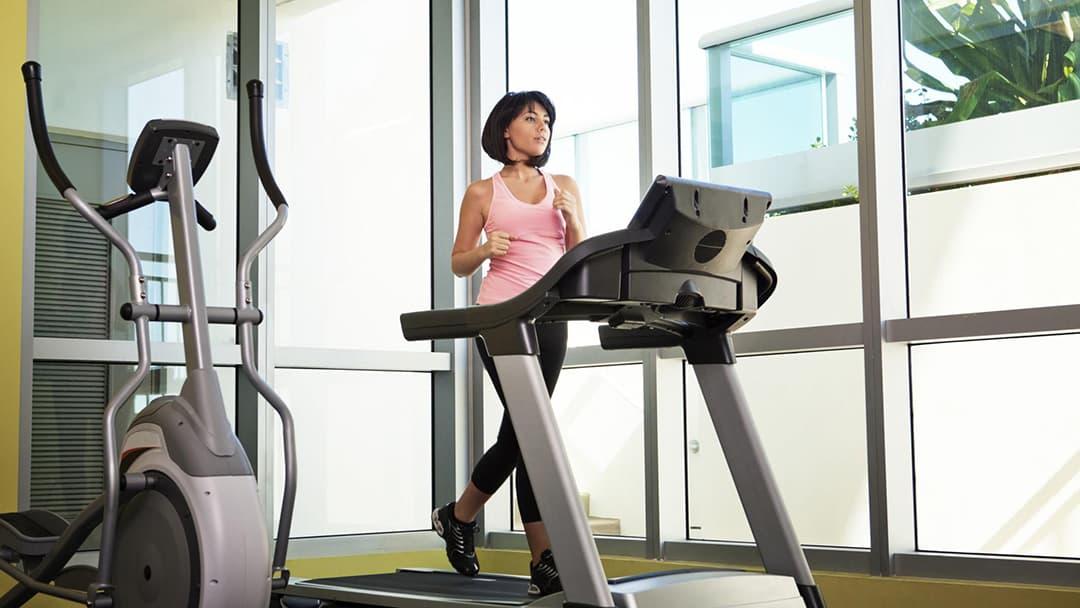 跑步机减肥: 跑步机减肥的效果 方法 技巧和注意事项